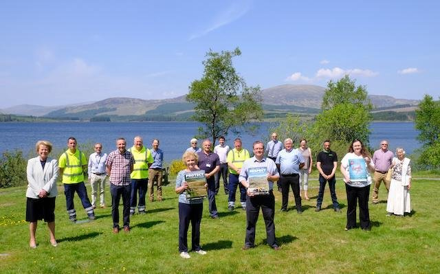Dumfries and Galloway Council Chief Elaine Murray and her deputy Rob Davidson met with volunteers and staff at the Clatteringshaws Visitor Center to thank them for all the hard work they are doing to prepare for this summer.
