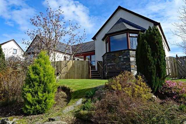 Loch House is close to Castle Douglas town centre, but still benefits from a semi-rural location