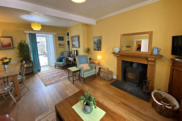 No 27 St Andrew Street offers plenty ofbright and spacious accommodation